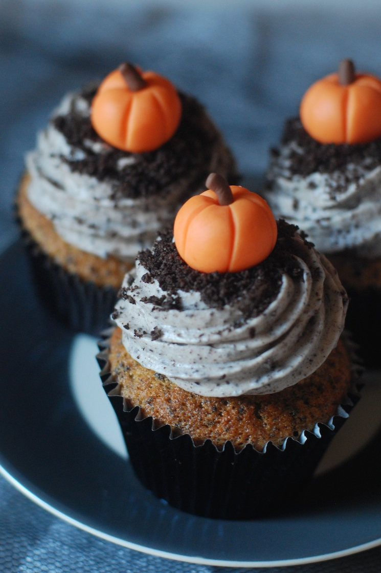 Pumpkin_cupcakes_afternoon_crumbs_1