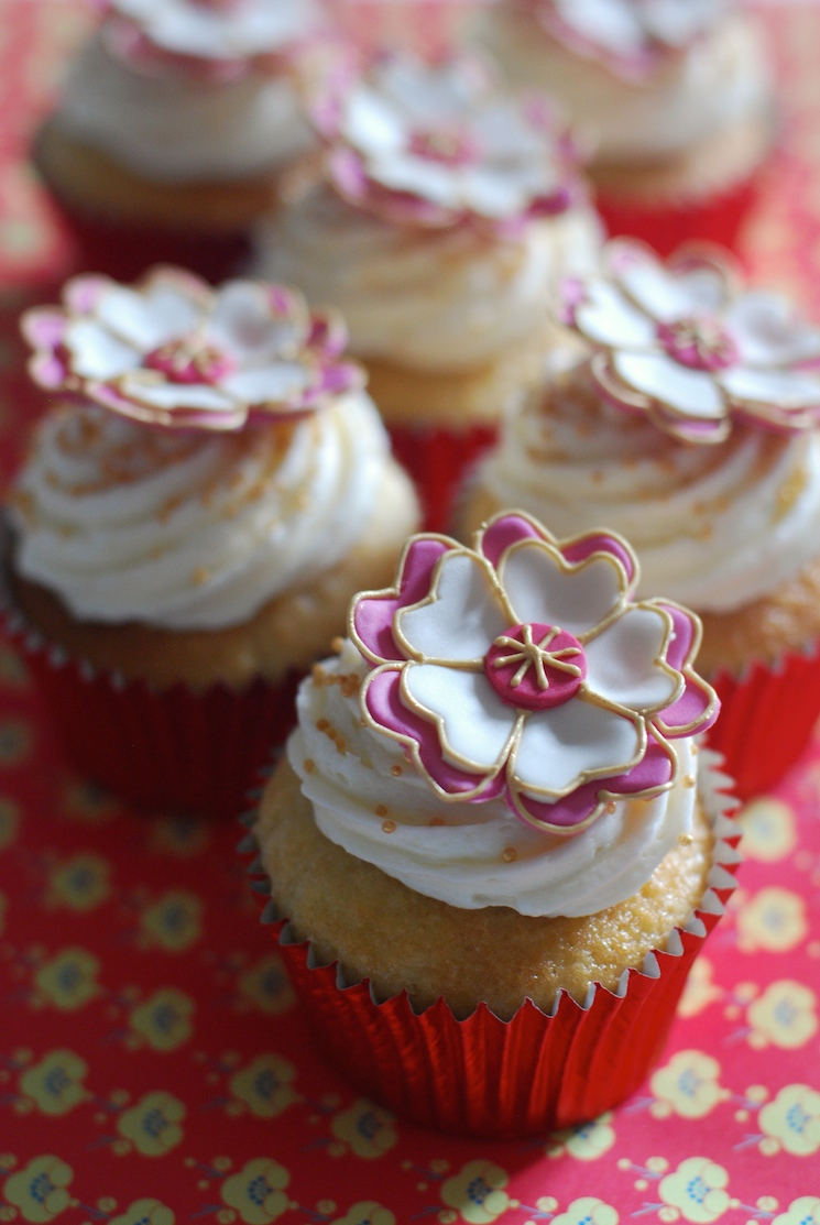 annette_flower_cupcakes_afternoon_crumbs_1