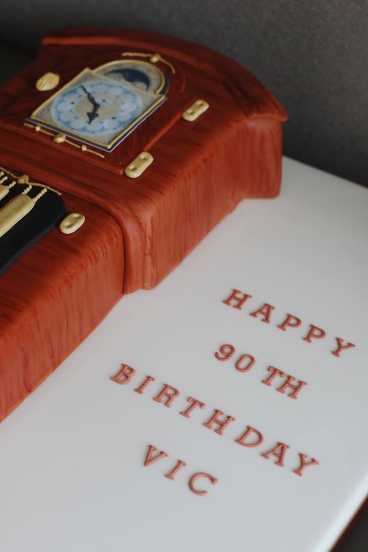 Grandfather Clock Cake - Afternoon Crumbs